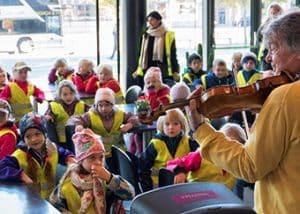 El Sistema-barn besöker musiker i konserthuset