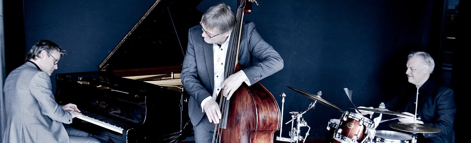 Trio X: Lennart Simonsson, piano, Per V Johansson, bas, Joakim Ekberg, trummor