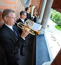Linnékvintetten vid byggnad, fotograf: Stewen Quigley