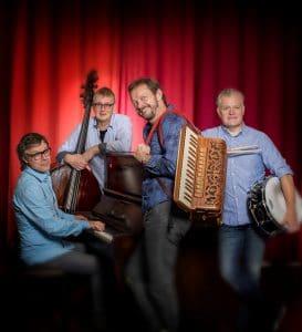 Lennart Simonsson, piano, Per V Johansson, bas, Bengan Janson, dragspel, Joakim Ekberg, trummor