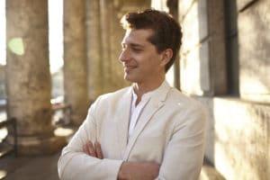 Porträttbild på Adam Sanchez tagen av Kuba Kiermowicz.