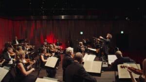 Uppsala Kammarorkester. Dirigent: Rebecca Miller